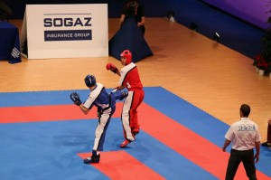 v modri unformi Tilen Zajc polfinale point fighting do 74kg