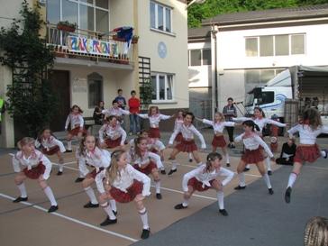 novice/izl.praz.ples.jpg